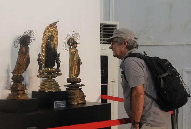 Cận cảnh hơn 100 pho tượng Phật cổ cực quý hiếm đang trưng bày tại TPHCM
