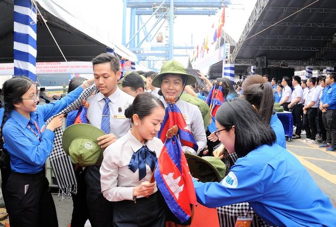 Đại biểu Tàu Thanh niên Đông Nam Á - Nhật Bản bắt đầu lưu giữ kỷ niệm tại TPHCM