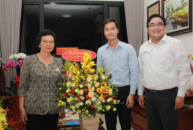 T.Ư Đoàn thăm, chúc mừng Nhà giáo nhân dân, Giáo sư, Tiến sỹ Phan Thị Tươi