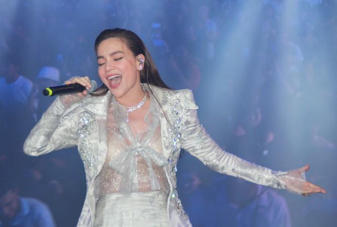 Hà Hồ, Thu Minh và các ban nhạc quốc tế hút nghìn khán giả 'cháy' đến 12 giờ đêm