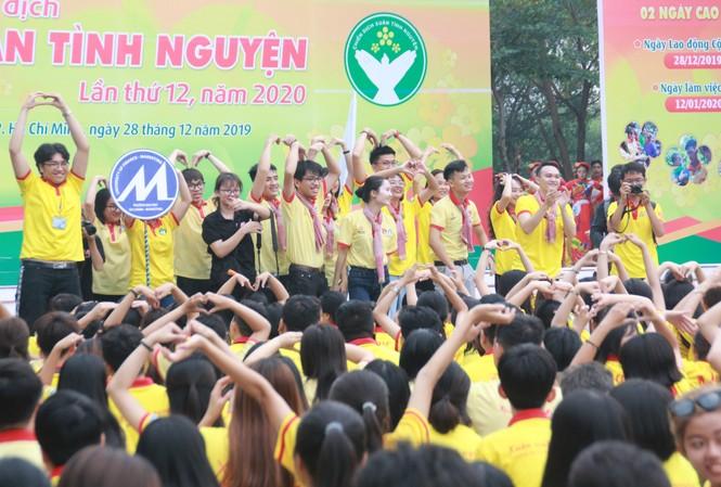 Nghìn bạn trẻ TPHCM hào hứng ra quân chiến dịch Xuân tình nguyện 2020