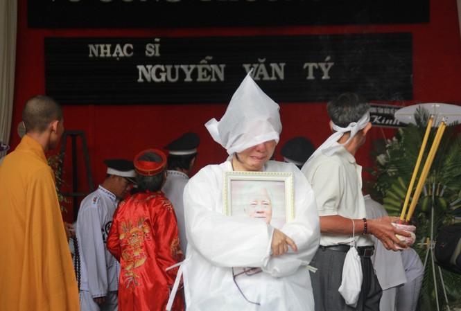 Gia đình, đồng nghiệp tiễn đưa nhạc sỹ Nguyễn Văn Tý về cõi vĩnh hằng
