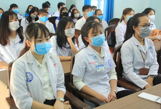 Lập đội hình 200 sinh viên Y dược, bác sỹ trẻ hỗ trợ phòng, chống dịch