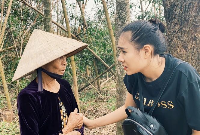Diễn viên Hồ Bích Trâm hỗ trợ xây nhà, tặng quà bà con vùng bão lũ Quảng Ngãi