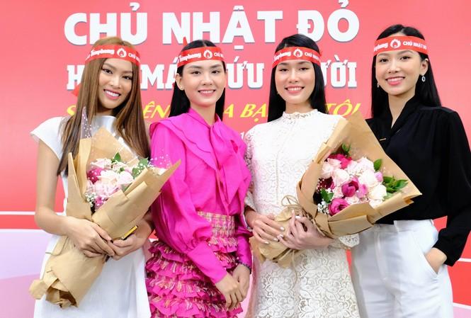 Dàn Á hậu, người đẹp HHVN khuấy động Chủ nhật Đỏ tại TPHCM
