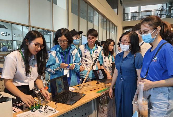 Học sinh sinh viên hào hứng với những trải nghiệm ở ngày hội