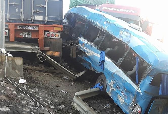 Xác định nguyên nhân vụ tai nạn liên hoàn ở Hoà Bình