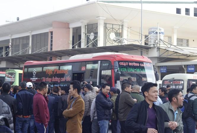 Hơn 50 lượt xe buýt miễn phí chở khách bị từ chối ở Mỹ Đình