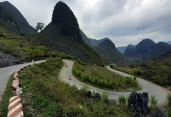Choáng ngợp cung đường Hạnh Phúc giữa núi non hùng vĩ ở Mã Pì Lèng