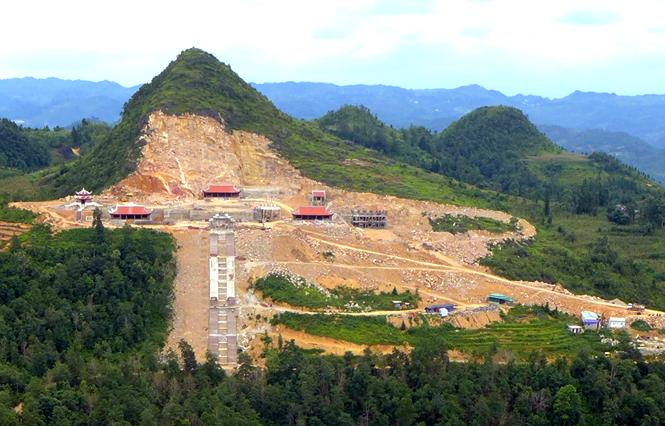 Công trình đang thi công dự án du lịch sinh thái văn hóa, tâm linh vào tháng 8/2019. Ảnh: Thạch Nguyễn.