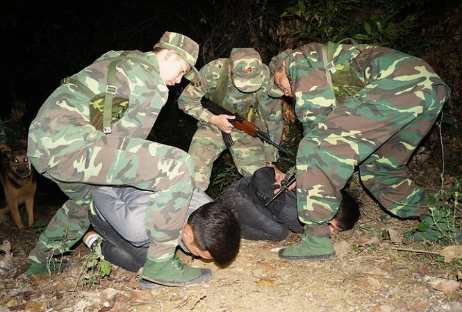 BĐBP Lạng Sơn bắt tội phạm buôn lậu trên biên giới. Ảnh: Nguyễn Minh