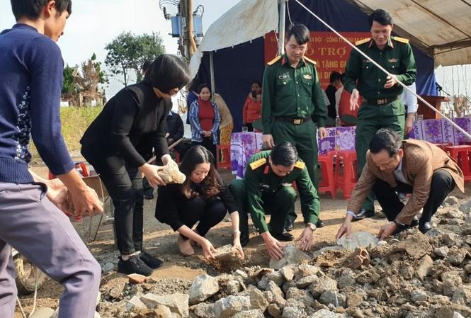 Khởi công xây dựng nhà tặng gia đình anh Trần Hữu Diệu ở huyện Lệ Thủy, tỉnh Quảng Bình