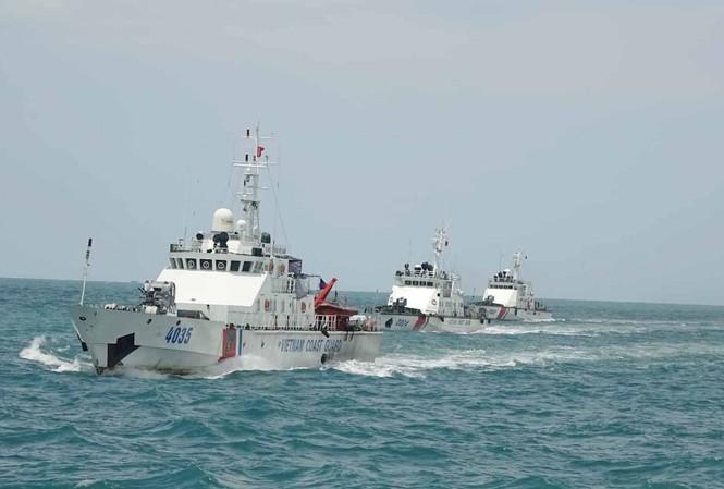 Biên đội tàu Cảnh sát biển Việt Nam thực thi nhiệm vụ trên vùng biển chủ quyền