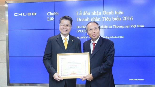 Ông Lâm Hải Tuấn – Chủ tịch Hội đồng Quản trị kiêm Tổng Giám đốc Chubb Life Việt Nam đã vinh dự nhận giải thưởng Doanh nhân Tiêu biểu 2016