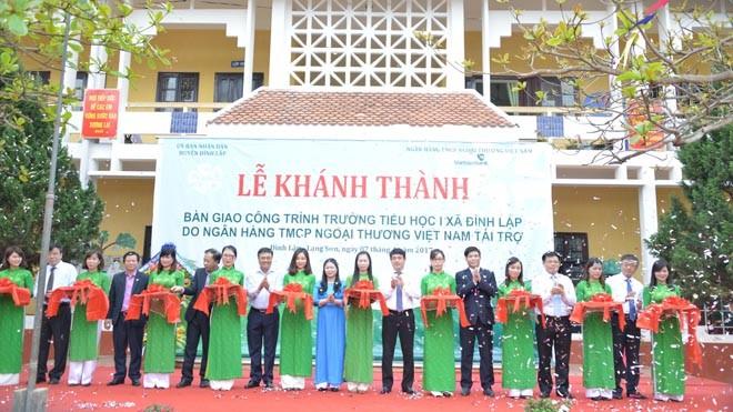 Vietcombank khánh thành và bàn giao công trình Trường Tiểu học 1 xã Đình Lập
