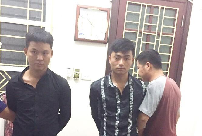 Hai đối tượng tại cơ quan điều tra tỉnh Lào Cai.