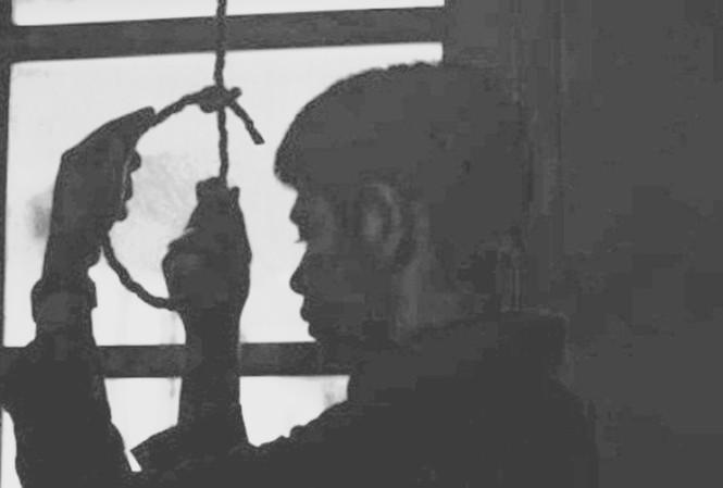 Người dân xã Vũ Quý phát hiện một công an viên tử vong trong tư thế treo cổ trên cây. Ảnh minh họa