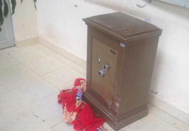 Vũ Thị Thìn lấy trộm két sắt của nhà chị Mừng rồi đem giấu ở một địa điểm khác - Ảnh minh hoạ