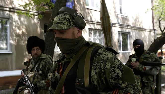 Dân quân Slaviansk sẵn sàng chiến đấu. Ảnh: Getty Images