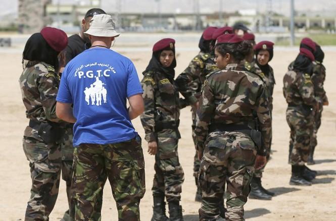Pháp huấn luyện đội nữ đặc nhiệm palestine