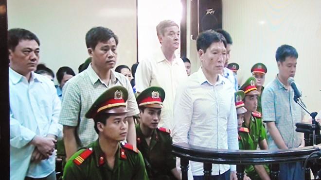 Dương Tự Trọng và các bị cáo tại tòa ngày 22/5
