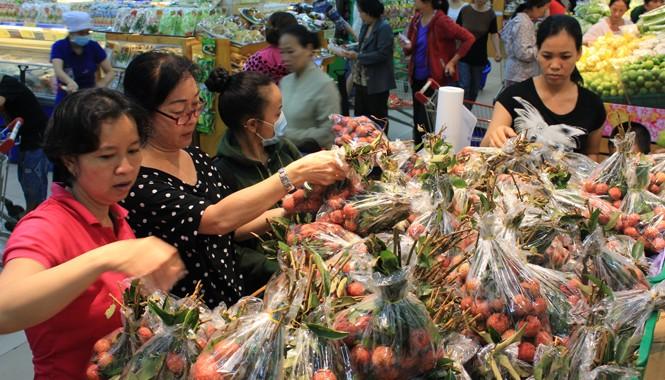 Hệ thống siêu thị Coop Mart đẩy mạnh tiêu thụ vải