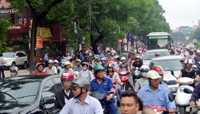 Ngày đi làm đầu tiên sau kỳ nghỉ lễ kéo dài người tham gia giao thông mới thấy rõ ảnh hưởng của lệnh cấm đường Cầu Giấy, Hà Nội. Ảnh: Dân Trí