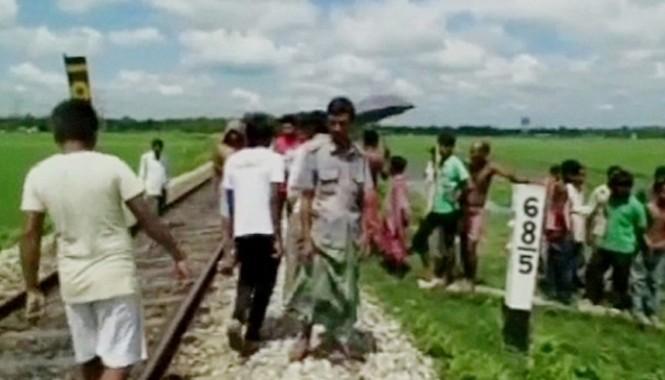 Đường ray nơi phát hiện thi thể cô gái 16 tuổi. Ảnh: CNN IBN News.