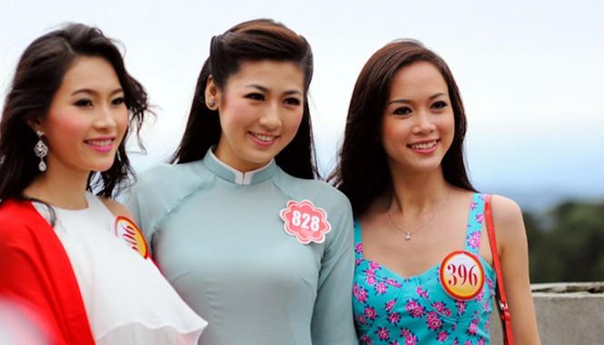 Hoa hậu Đặng Thu Thảo, Á hậu 1 Hoàng Tú Anh tại cuộc thi Hoa hậu Việt Nam 2012 đều là sinh viên các trường đại học. Ảnh: Công Khanh.