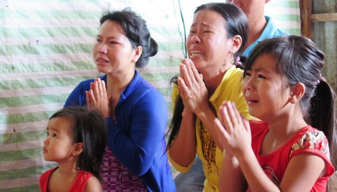 Gia đình ngư dân mất tích cầu mong cho người thân