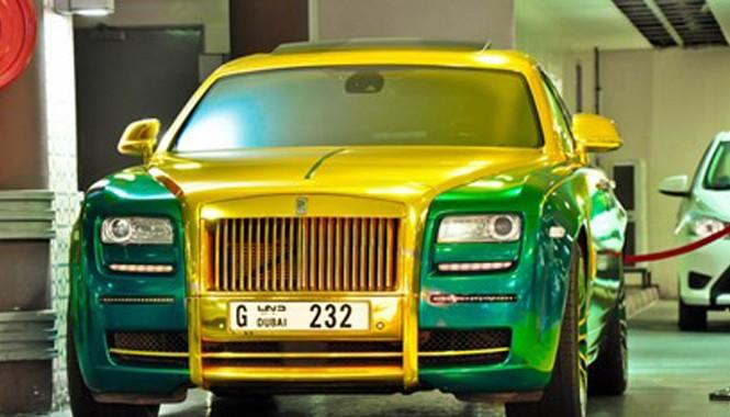 Nhìn gần Rolls-Royce Ghost phiên bản màu vàng-xanh lá.