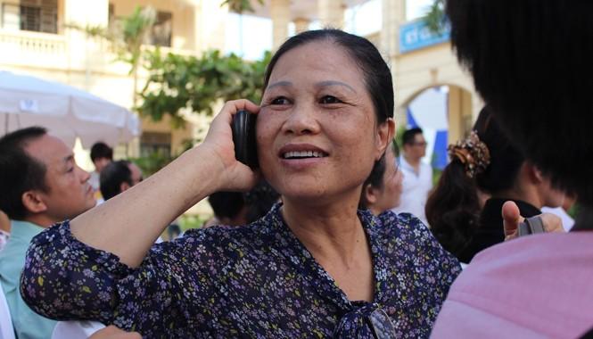 các thuê bao di động 11 số sẽ chuyển về 10 số từ ngày 1/3/2015. Ảnh: Nguyễn Hoài.