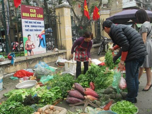 Chợ cóc xuất hiện ở khắp nơi.