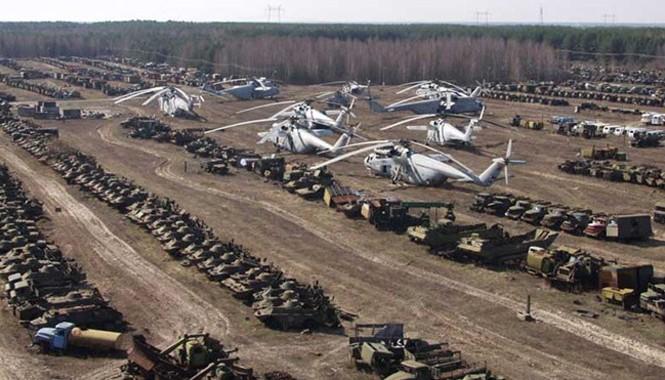 Chính quyền Liên Xô buộc phải bỏ những phương tiện tham gia ứng cứu thảm họa hạt nhân ngày 26/4/1986 vì nhiễm xạ. Trực thăng, xe cứu hỏa, xe tải… bị vứt trên bãi đất trống ở Rassokha, cách nhà máy điện khoảng 25 km về phía tây nam.