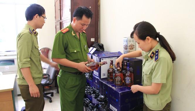 Tang vật được thu giữ chờ xử lý. Ảnh: Hoàng Lam.