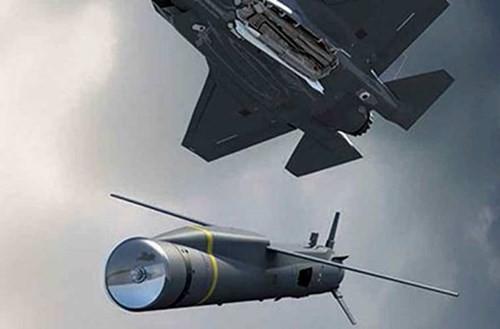 Tên lửa không đối đất Spear 3 do Công ty Quốc phòng Châu Âu MBDA phát triển cho máy bay tàng hình F35 với khả năng tiến công mục tiêu từ cự ly hơn 100km.