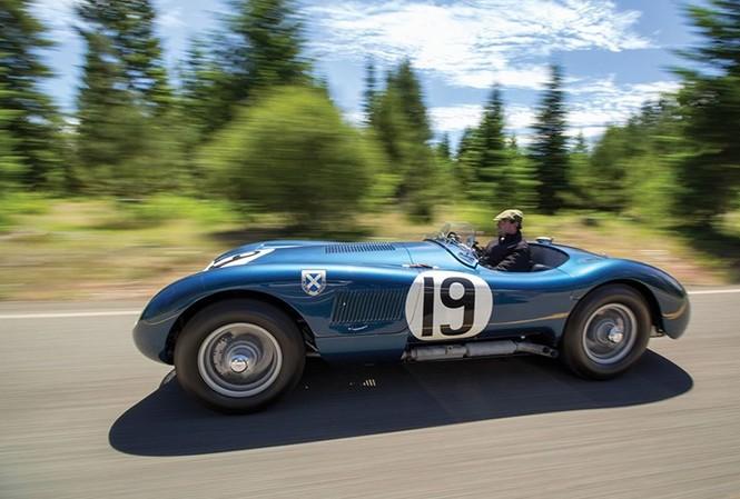 Thú sưu tầm siêu xe cổ chưa bao giờ là trò chơi cho những người giàu vì nó chỉ dành cho những ai siêu giàu. Một chiếc xế cụ có tuổi đời hơn 60 năm như Jaguar 1953 là một ví dụ.