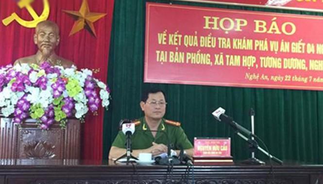 Đại tá Nguyễn Hữu Cầu - Giám đốc Công an tỉnh Nghệ An chủ trì buổi họp báo.