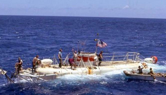 Tàu ngầm bí mật Trieste II đã trục vớt những cuộn phim nằm trong vệ tinh KH-9 năm 1972 nhưng không may những dữ liệu hình ảnh bị hỏng trong quá trình đưa lên bờ.