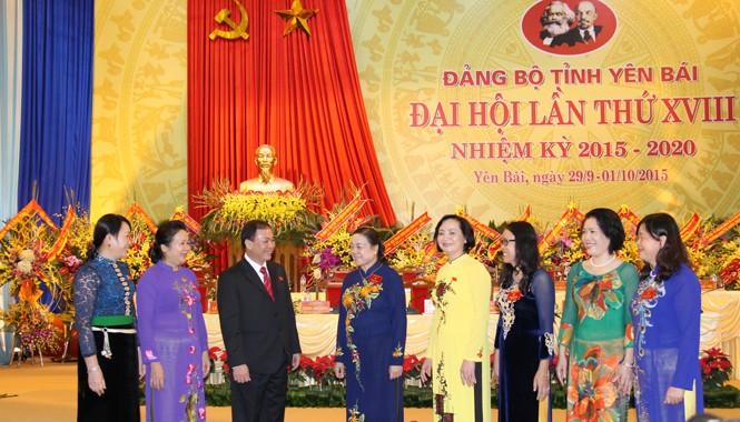 Đồng chí Hà Thị Khiết dự, chỉ đạo và chúc mừng Đại hội Đảng bộ tỉnh Yên Bái.