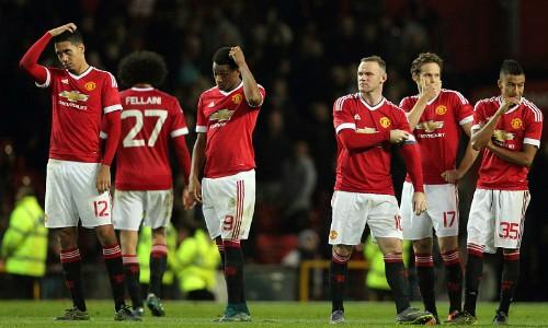 Cầu thủ Man Utd thất vọng khi bị loại sớm ở Cup Liên đoàn. Ảnh: AFP.