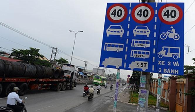 """Toàn bộ biển báo hạn chế tốc độ vô lí sẽ được tháo bỏ xong trước ngày 1/3/2016 theo """"lệnh"""" của Bộ trưởng Đinh La Thăng. Ảnh: VOV giao thông."""