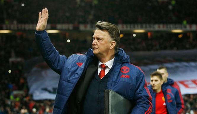 Van Gaal trút bỏ bớt áp lực sau chiến thắng đẹp mắt tại Old Trafford. Ảnh: Reuters.