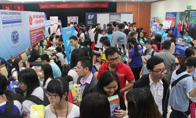 Học sinh tham dự ngày hội giáo dục quốc tế 2016.