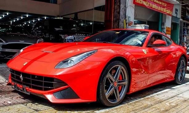 Lộ diện siêu xe Ferrari F12 triệu đô nhập từ Dubai về Việt Nam