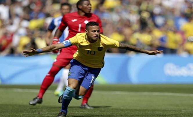 Neymar tỏa sáng đúng lúc trong màu áo Brazil. Ảnh: Reuters.