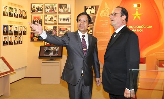 Tổng thống Pháp Francois Hollande thăm ĐH Quốc gia Hà Nội