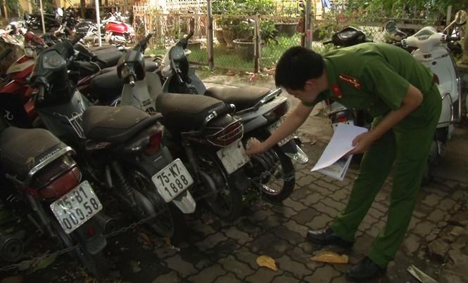 Hàng chục xe gắn máy cầm cố không đúng quy định hiện bị Công an thành phố Huế tạm giữ để xử lý theo pháp luật.