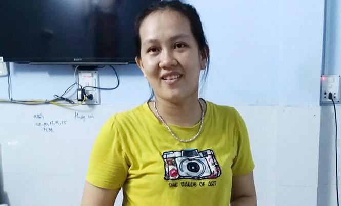 Chị Nguyên, vợ của chủ đại lý vé số Phước Danh ở TP Trà Vinh, khẳng định thiếu phụ không tiếc tờ vé số trúng độc đắc trên 92 tỷ đồng. Ảnh: Việt Tường.