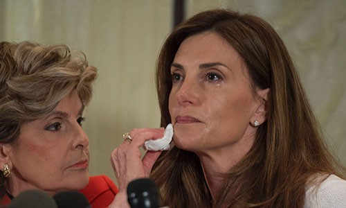 Bà Karena Virginia, phải, bật khóc khi kể về việc bị ông Trump quấy rối. Ảnh: AFP.